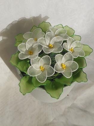Primula iz najlonk: BELA